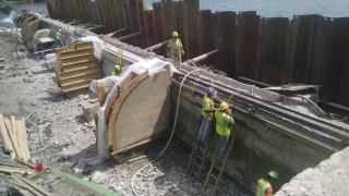 workers fixing Lake Carnegie Dam, July 2015